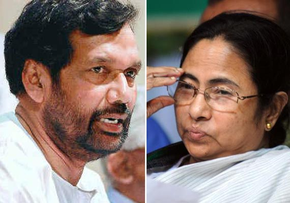 Paswan Flays Mamata For 'Humiliating' Trivedi