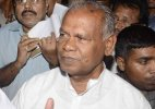 Posters ridicule Manjhi, BJP outside Nitish residence