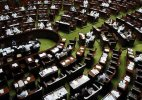 Lok Sabha resists protests, continues session