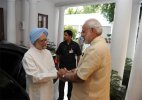 After attack, Manmohan Singh meets Narendra Modi