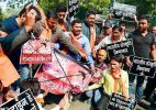 Bajrang Dal, VHP men held for protesting V Day celebrations