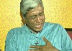 AAP leader  Ashutosh bursts into tears on live TV before Gajendra Singh's daughter