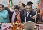 AAP-BJP  war gets uglier, Bedi approaches police against Vishwas