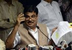 Nitin Gadkari appears in court, quizzed by Kejriwal lawyer in defamation case