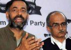 AAP dissidents Yadav and Bhushan meet supporters to discuss future course