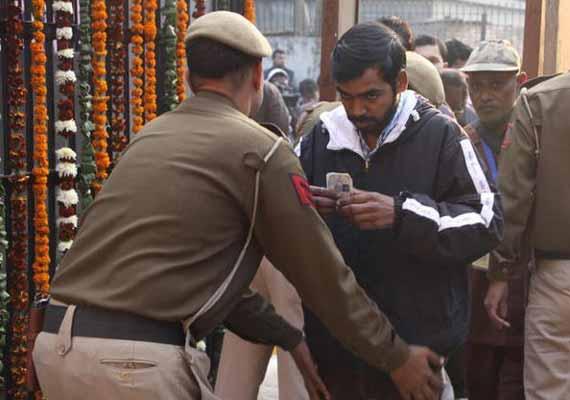 Live reporting: Delhi registers record 65.86 percent polling