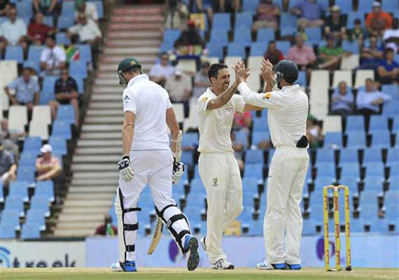 South Africa 132/5 at tea, trail by 349 vs Australia, 1st test