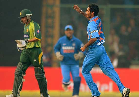 Delhi ODI: Ind beat Pak by 10 runs, Pak win series by 2-1