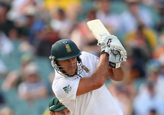 Faf du Plessis, 110 not out, guides S Africa to a draw