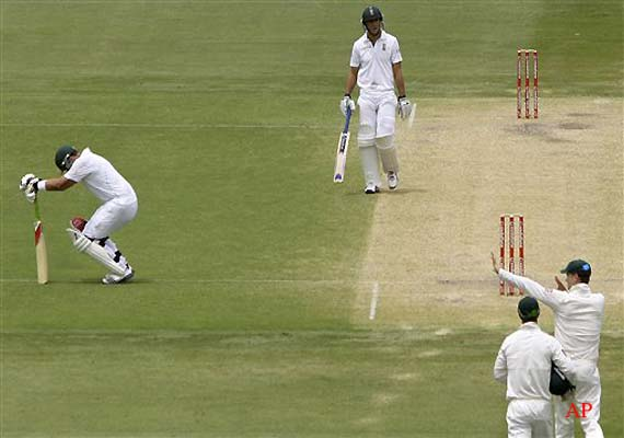 Kallis in doubt for third test with hamstring injury