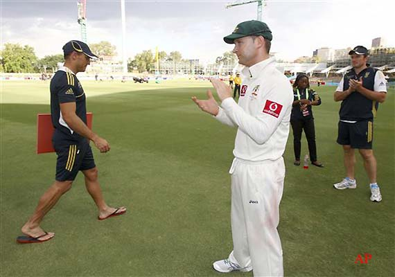 Michael Clarke is again world's no. 1 test batsman