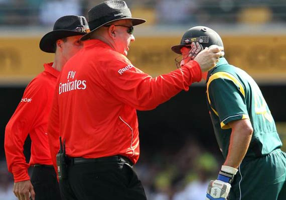 Out Or Not Out, Third Umpire Creates Confusion