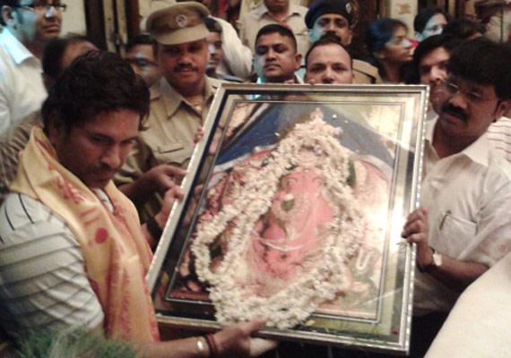 Sachin Offers Prayers At Siddhi Vinayak Temple