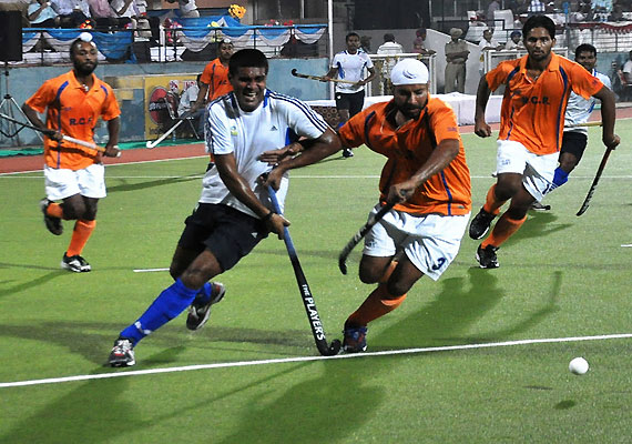 Hockey: Indian Oil, Air India enter final