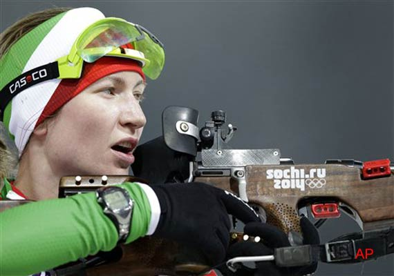 Darya Domracheva win Olympic gold in 10 Km pursuit at Sochi