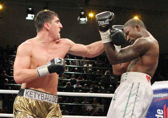 IBF cruiserweight champ Hernandez beats Ross to keep belt