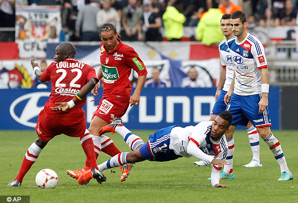 Gomis scores as 3rd-place Lyon beats Brest 1-0