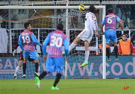 Milan beats 10-man Catania 3-1