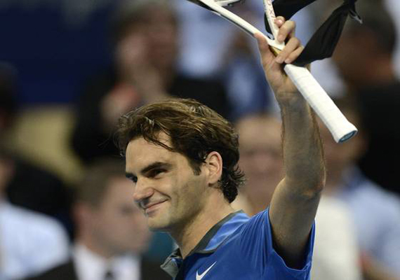 Federer beats Bellucci at Swiss indoors