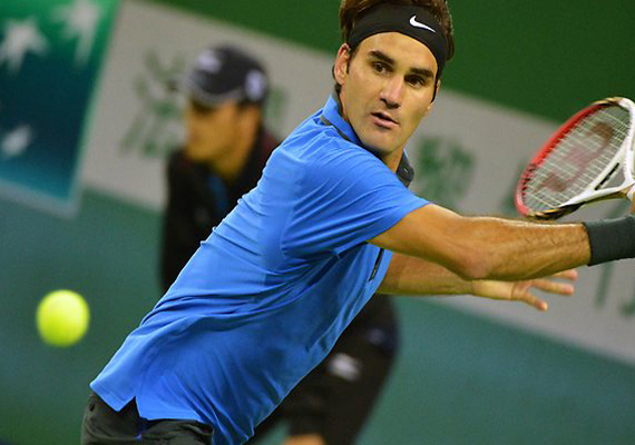Federer survives scare to enter Shanghai quarters
