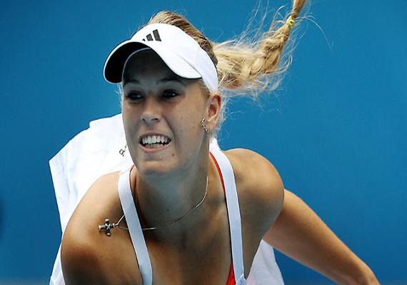 Wozniacki advances, Bartoli upset at Kremlin Cup