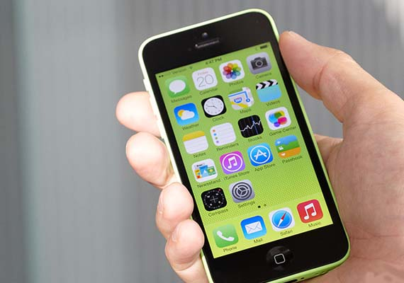 iphone 5 8gb apple launches cheaper 8gb iphone 5c 10947